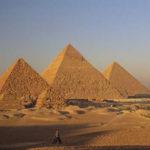 「ピラミッド観光収入はアップル年間売上の30分の1」の意味