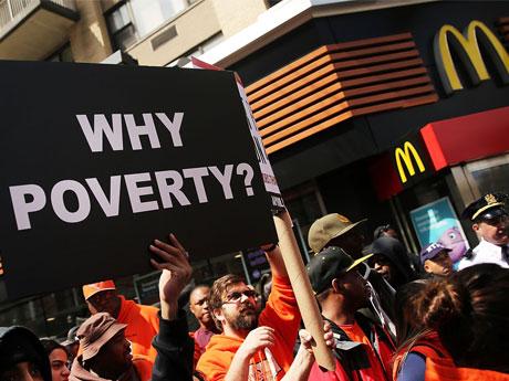 最低賃金を引き上げると、貧困層がより貧困化する理由とは