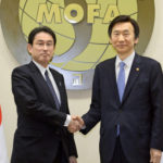 野党は日韓合意を結んだ岸田文雄外相の責任を追及すべきだ