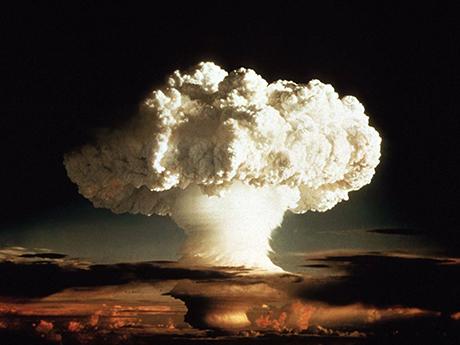 北朝鮮が核武装を止めないので日本も核武装すると宣言せよ