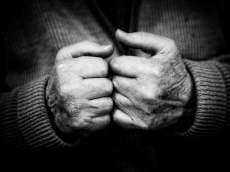 高齢者が地獄に堕ちる時代。生活保護の51%は高齢者世帯だ