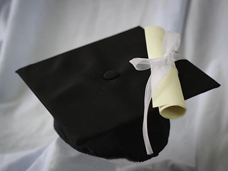 大学の生き残りのため、学生は奨学金地獄に堕とされていく