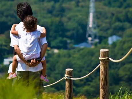 貧しくとも子供が欲しい夫婦は、臆せずに子供を持つべきだ