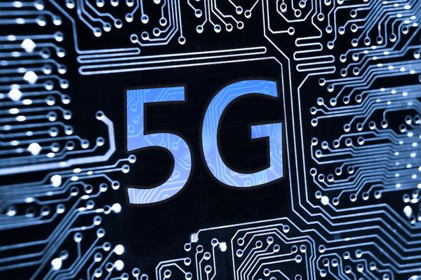 100倍の通信速度と1000倍のトラフィックを扱う5Gが社会を激変させる