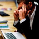 合わない仕事をすることで多くのストレスを溜め込み、結局は自滅していく