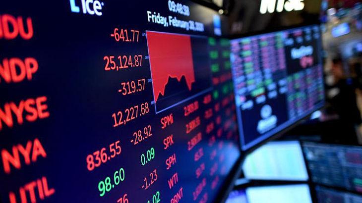 暴落していく株式市場。短期的にどちらに転ぶのかを予測するのは「賭け」