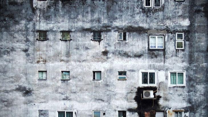 日本の貧困と荒廃。ピラミッドの頂点にいる人間は憎悪の対象となり敵と化す