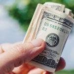 資産に借金というステロイドを打っている人は、大きな不況の中で危機に落ちる