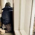 今月あたりから、社会のどん底にいる人たちが綱渡りの生活になる理由とは?